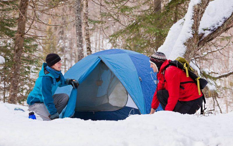 Comment faire du camping et de la randonnée en Hiver
